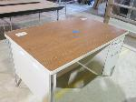 Lot: 17 - Metal Desk