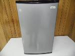 Lot: A7403 - Working Magic Chef Compact Refrigerator