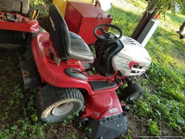 LSO Auctions - Lot: 237 - HUSKEE RIDING LAWN MOWER (Item