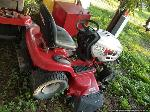 Lot: 237 - HUSKEE RIDING LAWN MOWER