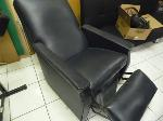 Lot: A7469 - WORKING LEATHER MASSAGE CHAIR