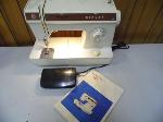 Lot: A7482 - WORKING VINTAGE SINGER SEWING MACHINE