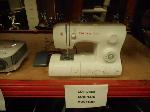Lot: 2858 - SINGER SEWING MACHINE