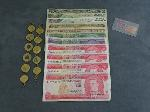Lot: 37 - BRACELETS, FOREIGN CURRENCY & 1934 $20 BILL