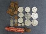 Lot: 550 - PEACE & IKE DOLLAR, KENNEDY HALVES & NICKELS