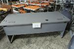 Lot: 16 - COMPUTER TABLE