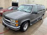 Lot: 22 - 1999 Chevy Suburban SUV - Key / Started & Ran