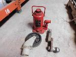 Lot: 39 - Hydraulic Jack, Trailer Supplies