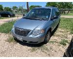 Lot: J0002 - 2005 CHRYSLER TOWN & COUNTRY VAN - KEY / RUNS & DRIVES