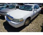 Lot: 17-151023 - 2003 Lincoln Town Car