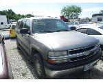 Lot: 528 - 2002 CHEVROLET SUBURBAN SUV - KEY / RUNS