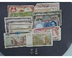 Lot: 899 - FOREIGN CURRENCY & 14K RINGS