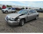 Lot: B46 - 2002 LINCOLN TOWN CAR - KEY / STARTED
