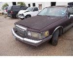 Lot: 2162 - 1990 LINCOLN TOWN CAR