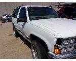 Lot: P915 - 1999 CHEVY TAHOE SUV - KEY / RUNS