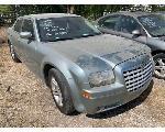 Lot: 85577 - 2005 CHRYSLER 300 - KEY / RUNS & DRIVES