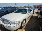 Lot: 28-65535 - 2005 Lincoln Town Car - Key / Runs & Drives