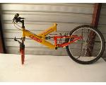 Lot: 35 - FUJI BIKE FRAME W/ 1 TIRE
