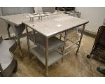 Lot: 23-2501 - Metal Rolling Table