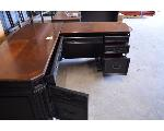 Lot: 33-2403 - L-Shaped Desk