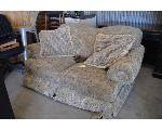 Lot: 36-2403 - Loveseat