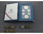Lot: 229 - 1987 PRESTIGE COIN SET & PENNIES