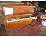 Lot: 121 - HAMILTON PIANO