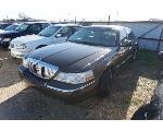 Lot: 02-166126 - 2005 Lincoln Town Car