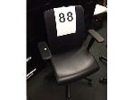 Lot: 86-89 - (4) OFFICE CHAIRS