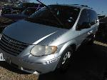 Lot: 17-693254C - 2005 CHRYSLER TOWN AND COUNTRY VAN - KEY