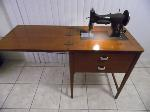 Lot: A7763 - Antique Working 1940s Sewing Machine