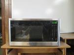 Lot: 03 - Kenmore Microwave