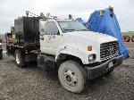 Lot: 104-Equip#SAN023101 - 2002 Chevrolet C7 Lube Truck - Key