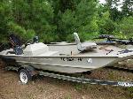 Lot: 3 - 2001 Xpress Boat, Motor & Trailer