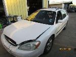 Lot: 16 - 2001 FORD TAURUS - KEY / RUNS & DRIVES