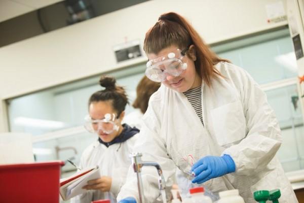2017-Chemistry-Lab-MP-0307-026-720x480-42357494-827c-47a8-ad69-6cc5cc95ab40