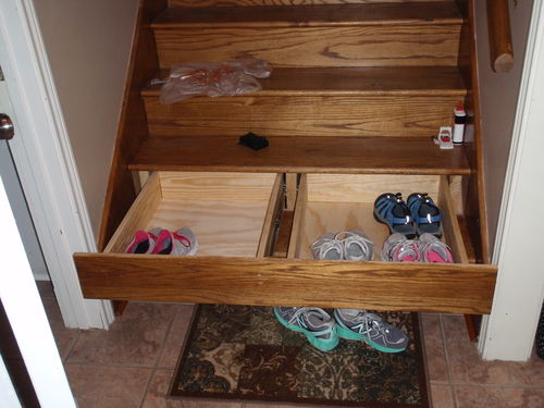 3 wide staircase drawer with center horse by