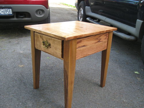 End table from reclaimed wood pallets by wolflax