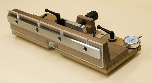 Routing 2 Micro Adjustment For A Router Table Fence By