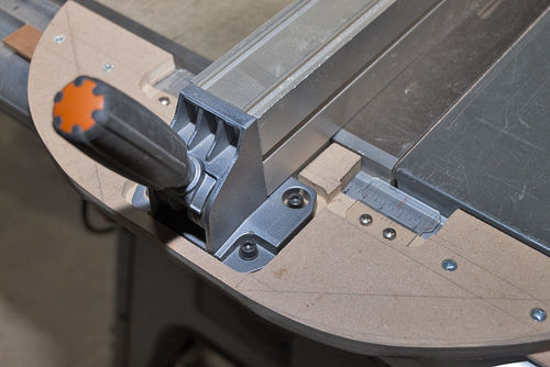 how to change blade on ridgid table saw