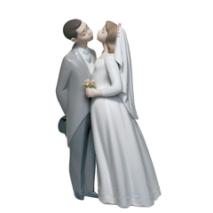 Lladro A Kiss To Remember Collectible Figure