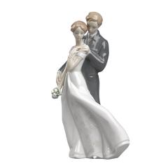Lladro Everlasting Love Collectible Figure
