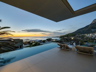 Stunning Contemporary Villa Overlooking Camps Bay