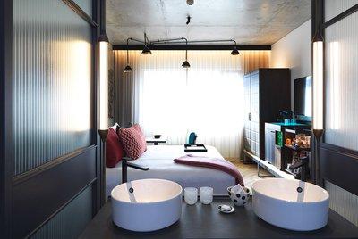 qt_melbourne_room_819_sinks.jpg