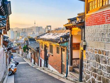 seoul-new-tokyo-bukchon-hanok-village-nattee-chalermtiragool-shutterstockcom.jpg