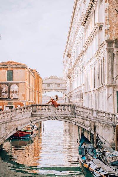 Venice wayfaress