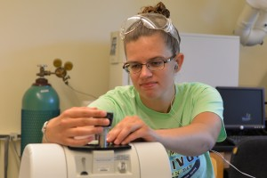 Alyssa Smale conducts chemistry research in 2017 at LVC