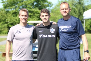 Soccer star Christian Pulisic poses with coaches Charlie Grimes and Todd Hoffard