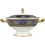 \Les Peches\ Tureen From 1840-1846, Ambroise-Louis Garneray, a painter of seascapes at the S�vres manufactory, produced a significant dinner service devoted to the theme of fishing.  He initially envisioned a collection of 121 pieces, but only 85 went on to be produced.  Today, only a few pieces from the collection still remain: four are currently housed in the National Ceramics Museum in S�vres, and two others are held in the Louvre Museum.