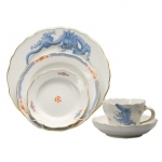 Meissen Light Blue Ming Dragon Lifestyle Five Piece Place Setting The history of porcelain manufacturing in Europe begins in Meissen, Germany near Dresden, the cradle of European porcelain. Apart from the short-lived production of the Medici factory in Florence in the 1560\'s, Meissen was the first successful producer of hard-paste porcelain - or true porcelain - in Europe. Meissen\'s products, and those of its imitators, who came later, destroyed the supremacy of the oriental porcelain that had held a virtual monopoly in the world since Marco Polo opened the china trade in 1295.